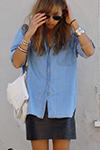джинсовая рубашка навыпуск с мини-юбкой