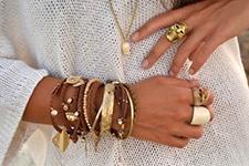 сочетание металлических браслетов