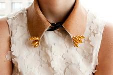 воротнички с уголками, декорированными шипами